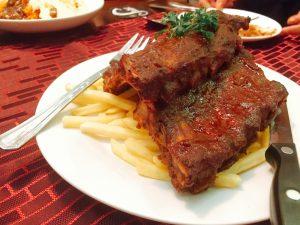 ベイビーバックリブ(ホールサイズ)。お肉は柔らかくて美味しい。値段相応かは不明だが、可食部も多くボリュームあるし、味がいけてる。ハーフでもいいから試す価値あり。