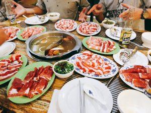 この時は議論の末、お肉と野菜が食べれる台湾しゃぶしゃぶへ。