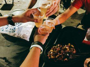 7/15Friの夜。フィリピンでビール以外を飲むのは至難の技。現地人と飲むときは尚更のこと。